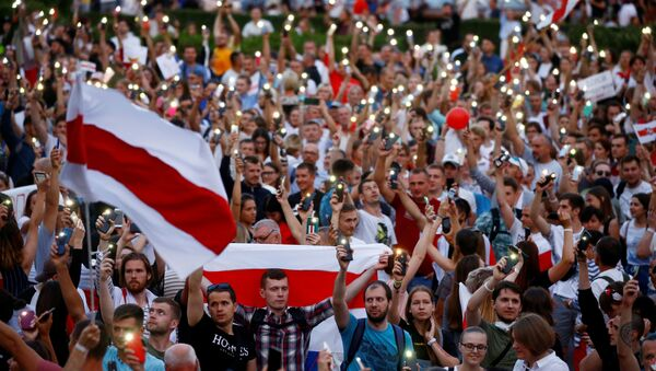 Historical white-red-white flags of Belarus are seen as people attend an opposition demonstration to protest against presidential election results, in Independence Square in Minsk, Belarus August 18, 2020. - Sputnik International