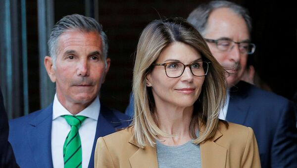 Actor Lori Loughlin, and her husband, fashion designer Mossimo Giannulli, leave the federal courthouse after facing charges in a nationwide college admissions cheating scheme, in Boston, Massachusetts, U.S., April 3, 2019. - Sputnik International