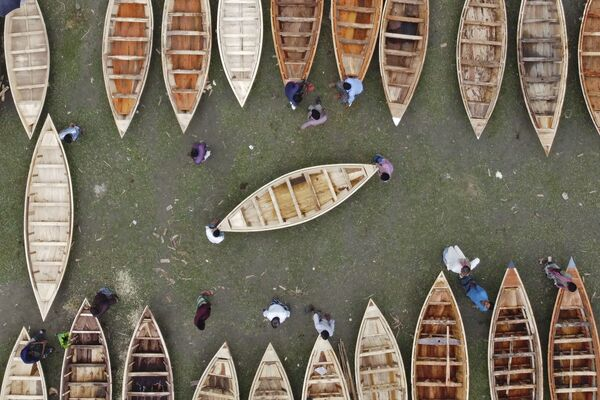 An aerial view shows a traditional wooden boat market in Manikganj, Bangladesh on 19 August, 2020.  - Sputnik International