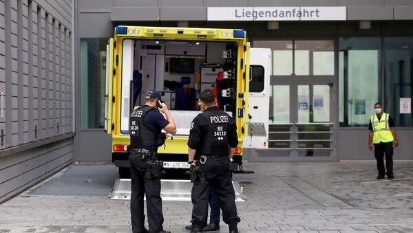 Police officers are seen in front of an ambulance that allegedly transported Russian opposition figure Alexei Navalny to Charite Mitte Hospital Complex where he will receive medical treatment in Berlin, Germany August 22, 2020. - Sputnik International