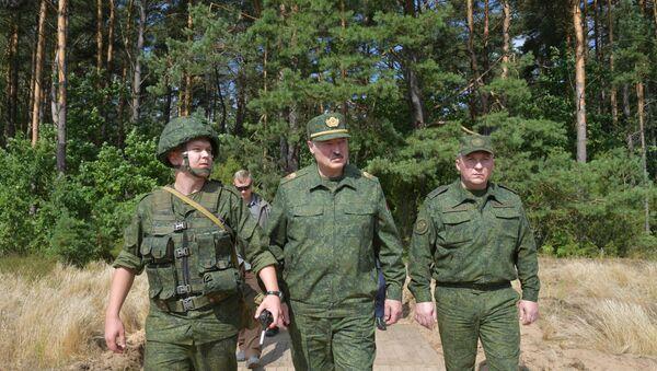 Belarusian President Alexander Lukashenko visits a military firing range near Grodno, Belarus August 22, 2020. - Sputnik International