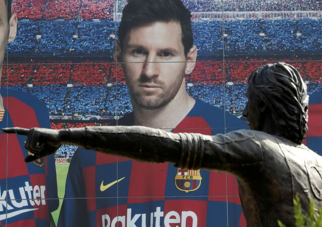Soccer Football - Camp Nou, Barcelona, Spain - August 26, 2020   A statue of Johan Cruyff is seen infront of an image of Lionel Messi outside the Camp Nou after captain Lionel Messi told Barcelona he wishes to leave the club immediately, a source confirmed on Tuesday