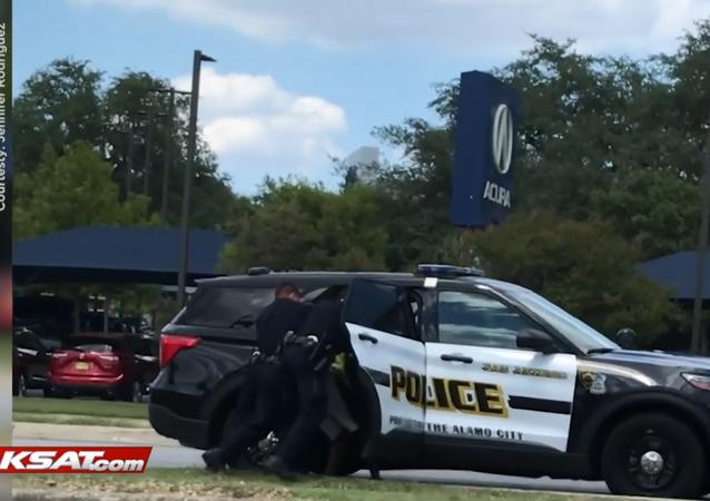 KSAT video from Jennifer Rodriguez showing the arrest of a Black men who cops mistook for an assault suspect