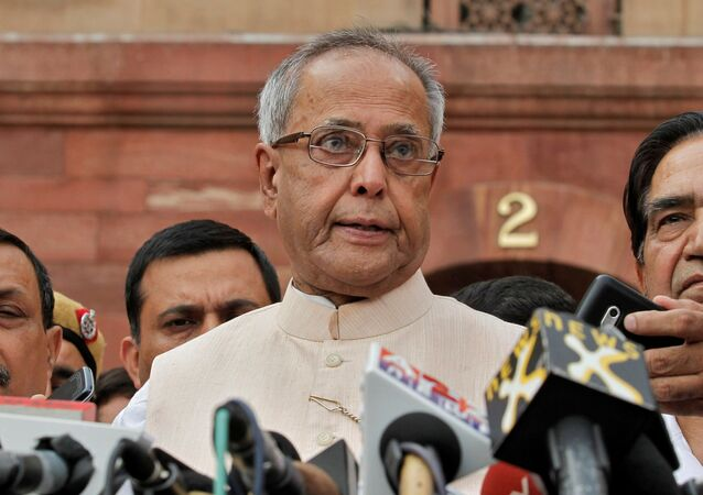 Pranab Mukherjee speaks to media in the run-up to the Indian presidential election in New Delhi, 26 June 2012