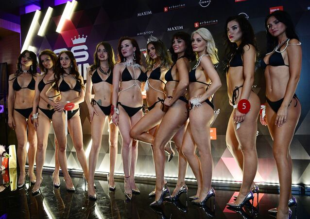 The winner of the Miss MAXIM-2020 beauty and sexuality contest, Oktyabrina Maksimova (Veliky Novgorod) (C) and the finalists