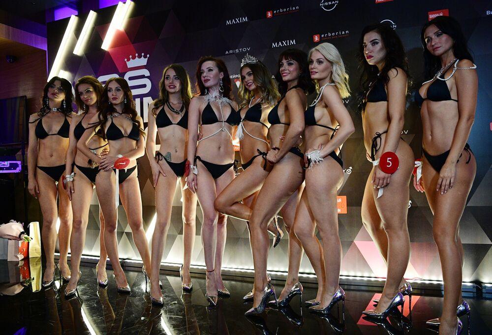 The winner of the Miss MAXIM-2020 beauty and sexuality contest, Oktyabrina Maksimova (Veliky Novgorod) (C) and the finalists
