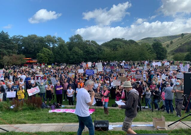 Hundreds turn out for anti-lockdown protest in Edinburgh