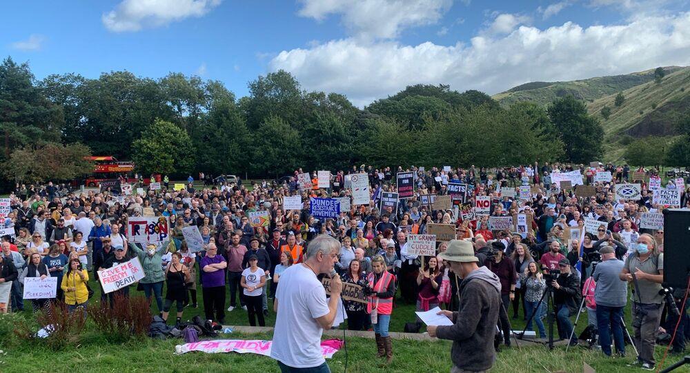 Hundreds turn out for anti-lockdown protest in Edinburgh