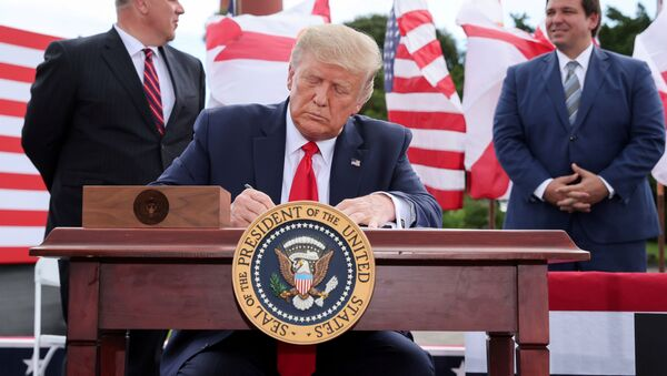 U.S. President Donald Trump signs an extension of the ban on offshore drilling off the coast of the state of Florida in front of a crowd of Trump supporters as U.S. Secretary of the Interior David Bernhardt and Florida Governor Ron DeSantis look on in Jupiter, Florida, U.S. September 8, 2020. - Sputnik International