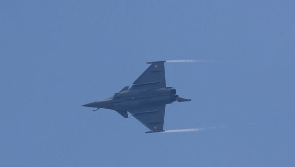 A Rafale fighter jet flies during its induction ceremony at an air force station in Ambala, India, September 10, 2020.  - Sputnik International