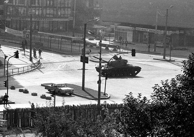 A tank is stationed in Kizilay, Ankara's main square, a few hours after a coup d'etat, on the morning of 12 September 1980.