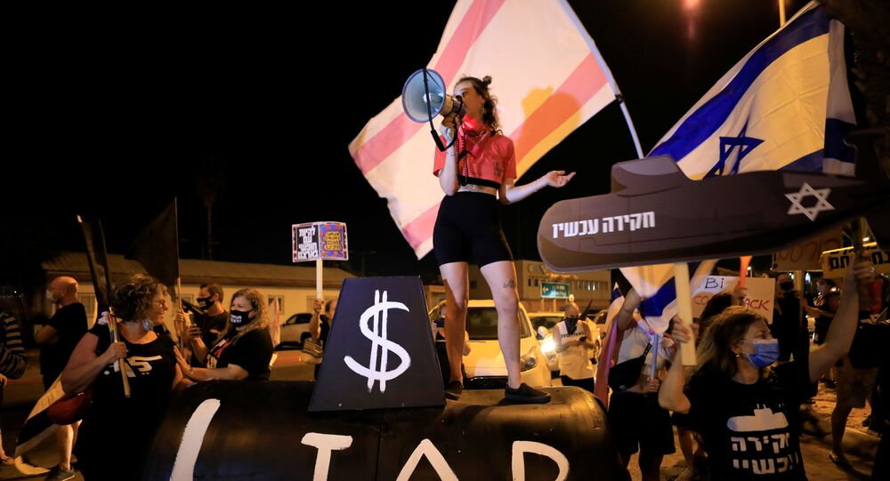 Israelis protest during a demonstration against Israeli Prime Minister Benjamin Netanyahu before his flight to the U.S. to sign an accord with U.A.E, near Ben Gurion International Airport, Lod, near Tel Aviv, Israel September 13, 2020.