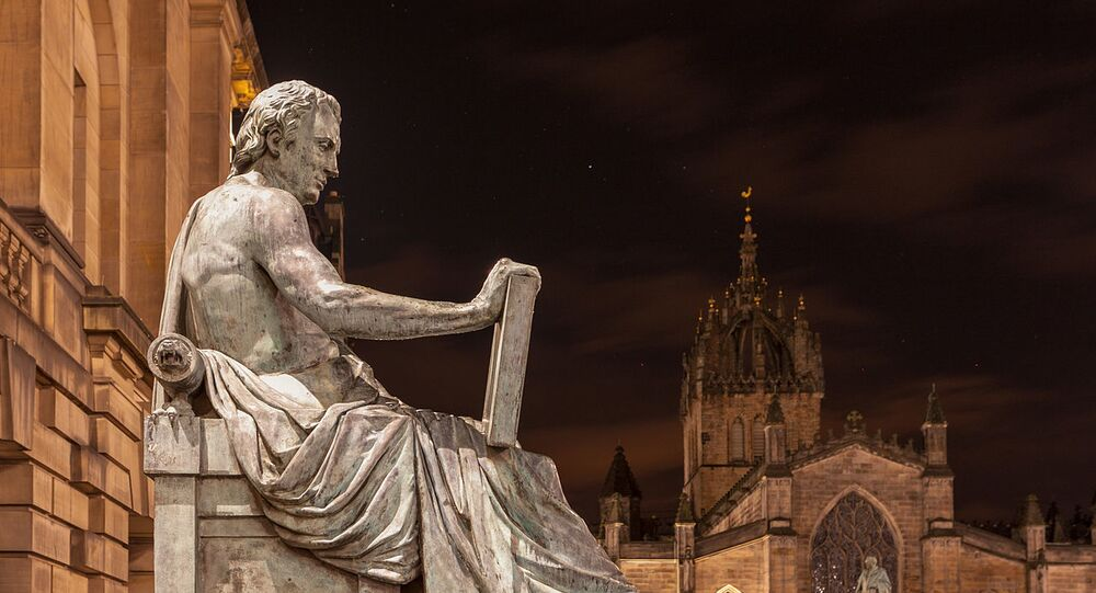 English: Statue of Scottish Philosopher David Hume (1711 to 1776) by Alexander Stoddart at one of the prominent landmarks on the Royal Mile in Edinburgh, Scotland