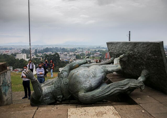 The statue of Sebastian de Belalcazar, a 16th century Spanish conqueror, lies on the ground after it was pulled down by indigenous in Popayan, Cauca department, Colombia on September 16, 2020. - Colombian indigenous on Wednesday tore down a statue of Sebastian de Belalcazar, a 16th century Spanish conquistador, with ropes in repudiation of the violence they have historically faced, according to their spokesmen.