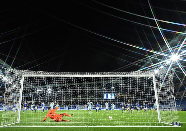 Chelsea's Italian midfielder Jorginho beats Brighton's Australian goalkeeper Mathew Ryan from the penalty spot during the English Premier League football match between Brighton and Hove Albion and Chelsea at the American Express Community Stadium in Brighton, southern England on September 14, 2020