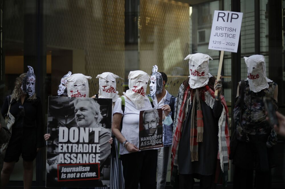 Supporters of WikiLeaks founder Julian Assange take part in a protest outside the Central Criminal Court, the Old Bailey, in London, Monday, 14 September 2020. The London court hearing on Assange's extradition from Britain to the United States resumed Monday after a COVID-19 test on one of the participating lawyers came back negative, WikiLeaks said Friday.
