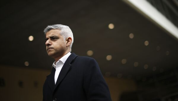 London Mayor Sadiq Khan talks to journalists after his meeting with the European Commission's Head of Task Force for Relations with the United Kingdom Michel Barnier at the EU headquarters in Brussels, Tuesday, Feb. 18, 2020 - Sputnik International