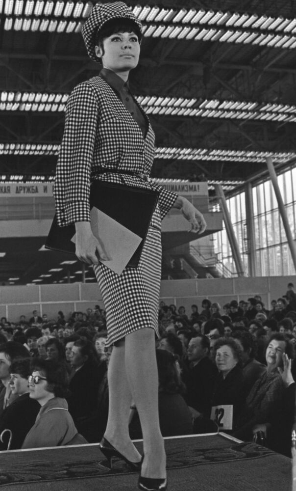 A model demonstrates a business-style costume from the 1964 autumn-winter collection