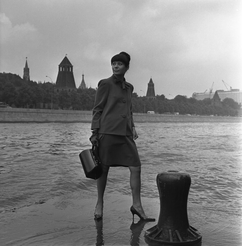 A model demonstrates an outfit from the 1966 autumn collection against the backdrop of the Kremlin Embankment in Moscow, 1966