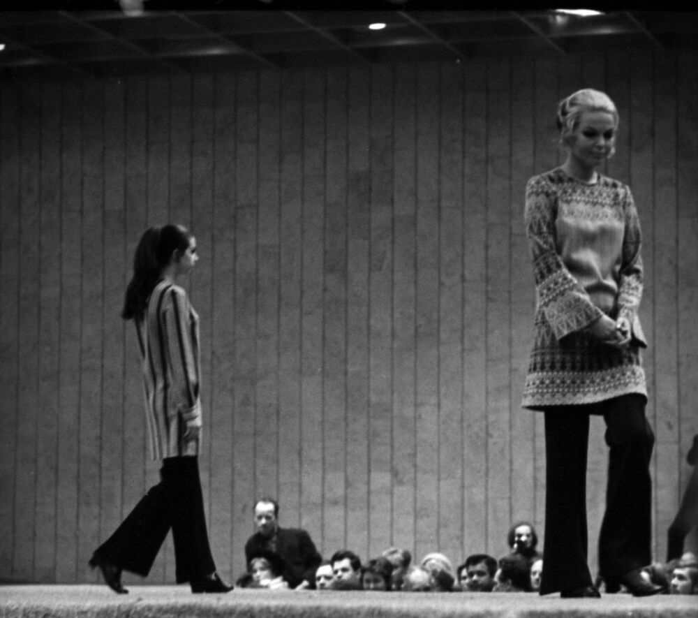 Models on the catwalk during the demonstration of the 1971 autumn-winter collection, July 1970