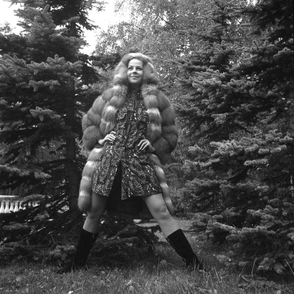 A model demonstrates a red fox fur coat, 1967