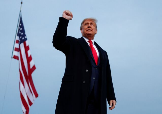 U.S. President Donald Trump gestures during a campaign event in Fayetteville, Arkansas, 19 September 2020.