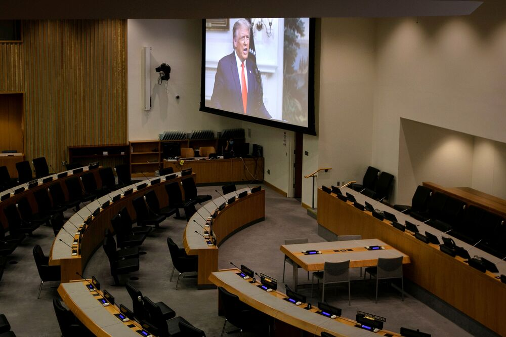 A huge screen in an empty UN room broadcasts the speeches of the leaders of different countries. In the photo - a speech by US President Donald Trump.