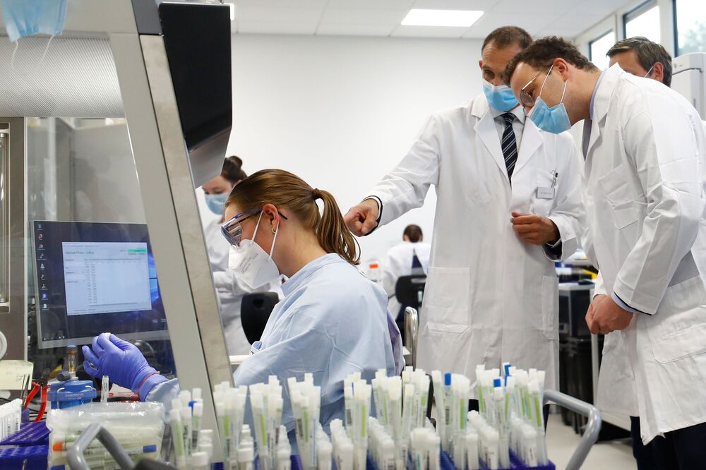 How to stop the pandemic? Epidemiologists and scientists from different countries are fighting over this issue. On the Photo - German Minister of Health Jens Spahn in the Bioscientia Healthcare laboratory, where COVID-19 research is being carried.