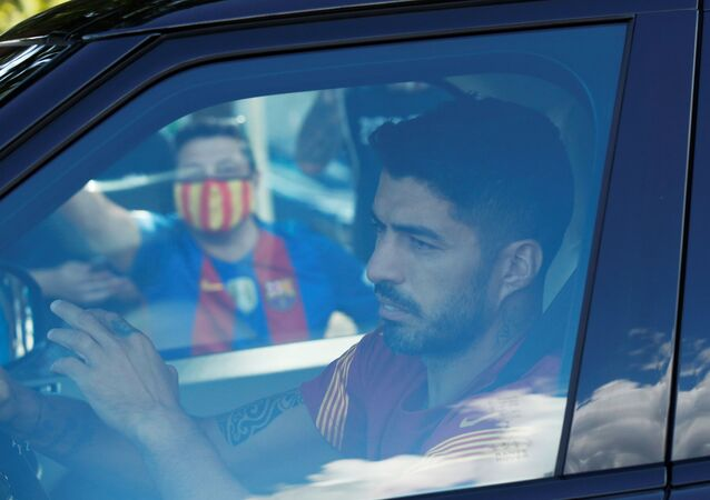 Soccer Football - FC Barcelona players arrive for Training - Ciutat Esportiva Joan Gamper, Barcelona, Spain - September 7, 2020   Barcelona's Luis Suarez as he arrives for training