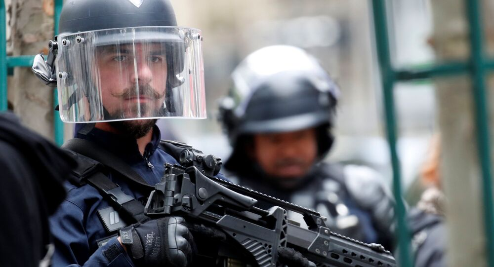 Police arrest Paris knife attack suspect