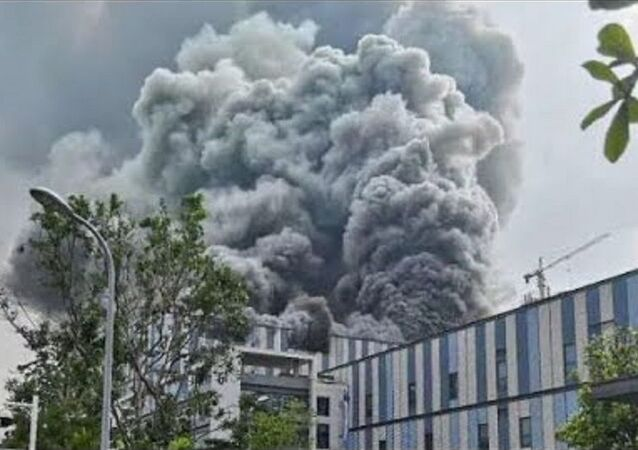 Black smoke rises from Huawei R & D lab | massive blast and explodes fire in huawei company