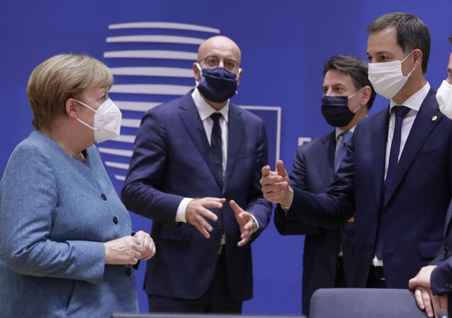 German Chancellor Angela Merkel, left, speaks with from right, Luxembourg's Prime Minister Xavier Bettel, Belgium's new Prime Minister Alexander De Croo, Italy's Prime Minister Giuseppe Conte and European Council President Charles Michel during a round table meeting at an EU summit at the European Council building in Brussels, Thursday, Oct. 1, 2020.