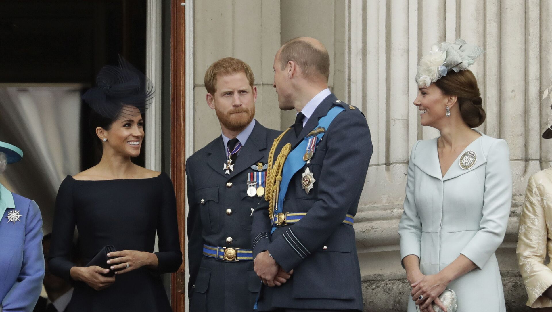 Meghan the Duchess of Sussex, left, Prince Harry, second left, Prince William and Kate the Duchess of Cambridge watch a flypast of Royal Air Force aircraft pass over Buckingham Palace in London, Tuesday, July 10, 2018 - Sputnik International, 1920, 26.06.2021