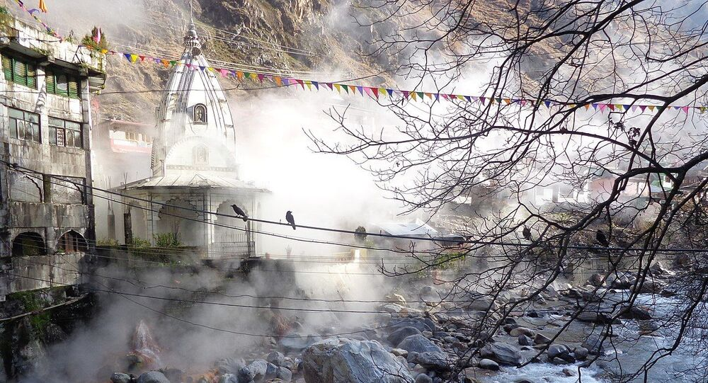 Outer view of the Manikaran temple and Manikaran Sahib gurudwara located at Manikaran featuring the famous hot water well and the Parvati river flowing by it