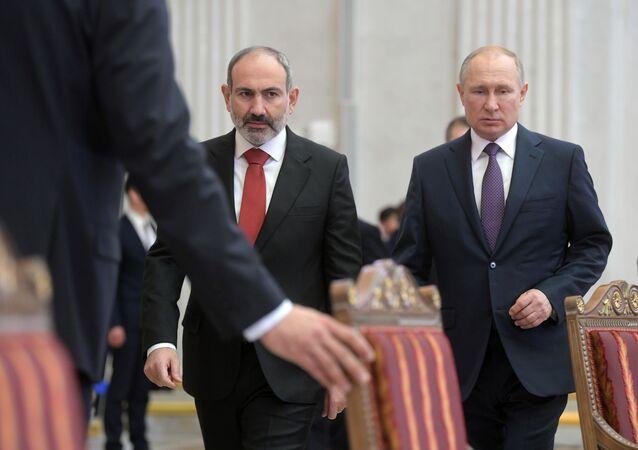 Russian President Vladimir Putin and Armenian Prime Minister Nikol Pashinyan in Saint-Petersburg, 20 October 2019