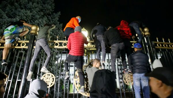 Protesters try to break into the government headquarters during a rally against the result of a parliamentary election in Bishkek, Kyrgyzstan, October 5, 2020.  - Sputnik International