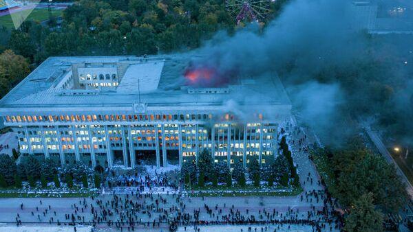 Bishkek's White House on fire - Sputnik International