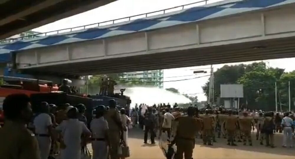 Massive clash erupts between BJP supporters and Police in several parts of Howrah & Hesting, Kolkata