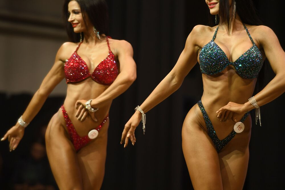 Bikini-clad female bodybuilders at the championship in Kazan