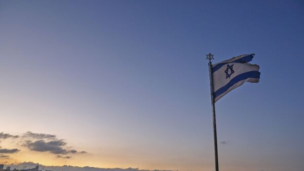 An Israeli flag flutters at the Mount of the Olives with a view of the Dome of the Rock in Jerusalem's al-Aqsa mosque compound (background) on September 23, 2020. - Sputnik International