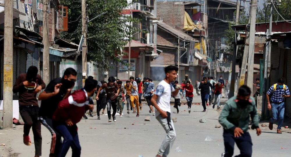 Kashmiri demonstrators are chased away by Indian police during a protest in Srinagar
