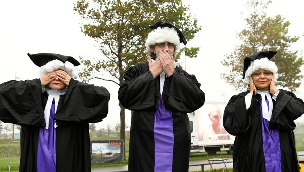 People dressed in a judge costumes protest outside the Schiphol Judicial Complex during a pause in the hearing in the trial of the Malaysia Airlines flight MH17, in Badhoevedorp, Netherlands,  September 28, 2020 - Sputnik International