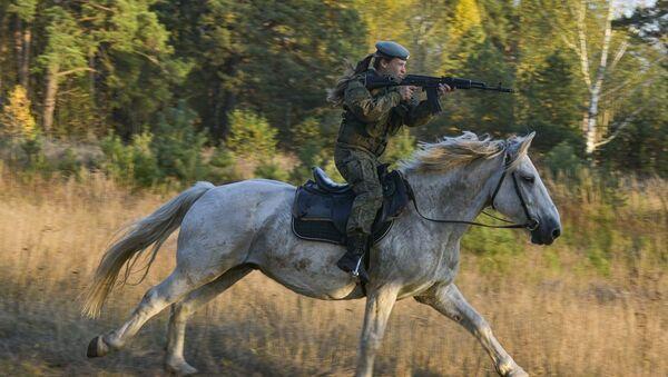 No Time to Horse Around: Russian Female Cadets Show Off Riding Skills - Sputnik International