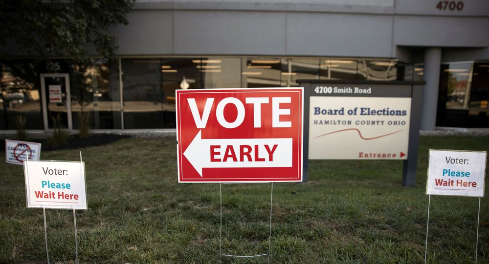 Early voting signs are placed outside of the Hamilton County Board of Elections building for the upcoming presidential election, as early voting begins in Cincinnati, Ohio, U.S., October 6, 2020.  REUTERS/Megan Jelinger