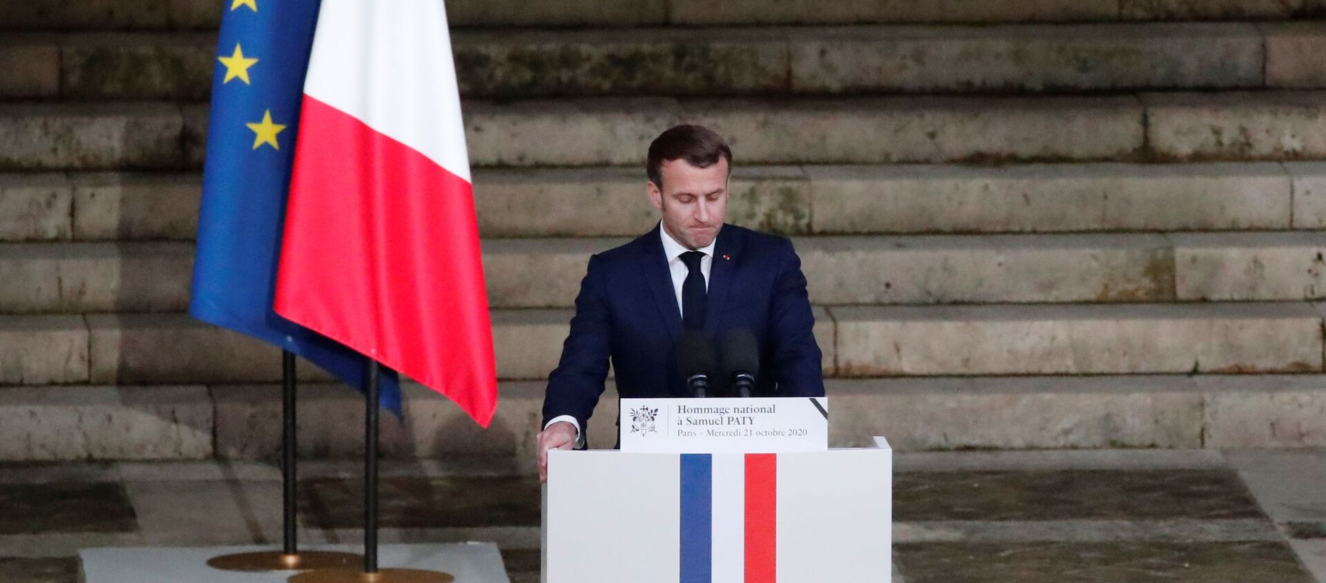 French President Emmanuel Macron delivers his speech in front of the coffin of slain teacher Samuel Paty during a national memorial event, in Paris, France October 21, 2020.  - Sputnik International, 1920, 29.10.2020