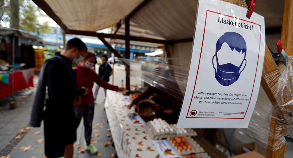 A sign indicating to wear a mask is seen at farmers market at Zehlendorf-Steglitz district, as the coronavirus disease (COVID-19) outbreak continues, in Berlin, Germany, October 24, 2020. REUTERS/Fabrizio Bensch