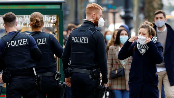 Police officers check the people are wearing face masks at Kurfuerstendamm boulevard, as the coronavirus disease (COVID-19) outbreak continues, in Berlin, Germany, October 24, 2020. REUTERS/Fabrizio Bensch - Sputnik International