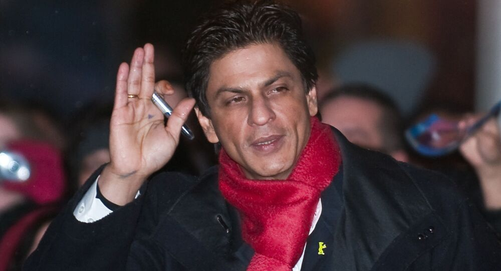 Bollywood Superstar Shah Rukh Khan Wins Twitterati's Hearts with Quick Wit