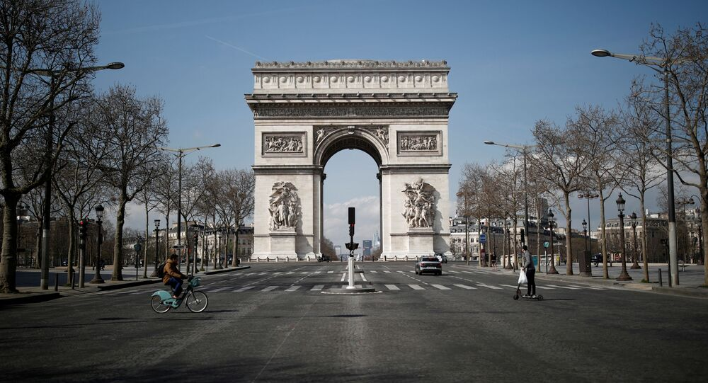 A view shows the deserted Arc de Triomphe as lockdown is imposed to slow the spreading of the coronavirus disease (COVID-19) in Paris, France, March 18, 2020.