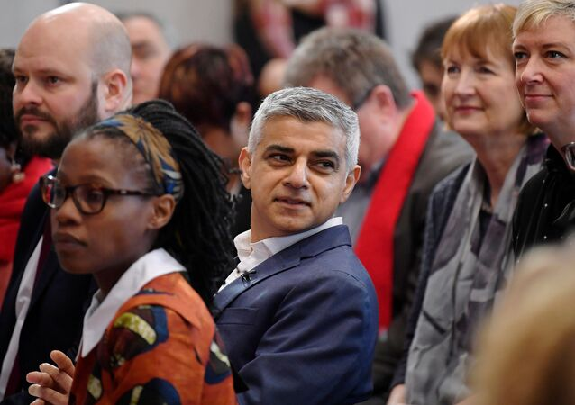 FILE PHOTO: Mayor of London Sadiq Khan participates in a rally in London, Britain March 3, 2020. REUTERS/Toby Melville/File Photo